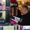 Buchhandlung, Souveniershop und  Café: Das IÐA-Haus