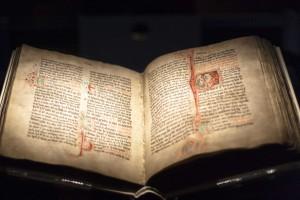Eine Seite aus dem Gesetzesbruch Skarðsbók Jónsbokar aus dem Jahr 1280, benannt nach dem Gestzessprecher Jón Einarsson. ©Sabine Burger, Alexander Schwarz, 2012-02-10__MG_2088_00426