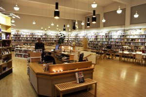 Die Bibliothek des Norræna Húsið beheimatet Bücher und Zeitschriften aus dem europäisch-nordischen Raum. ©Sabine Burger, Alexander Schwarz, Island - Iceland 2009 02