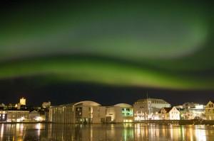Normalerweise gibt es in der Stadt zuviel Luftverschmutzung, um das Nordlicht gut zu sehen. Aber da gibt es ja noch immer die Ausnahme von der Regel. ©Sabine Burger, Alexander Schwarz, IMG_3282__2010-02-18_00-49-40_aA
