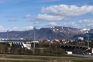 Das Nationalstadion Islands im Laugardalur mit schönem Ausblick auf den Esja, ©Sabine Burger, Alexander Schwarz, 2012-05-08__MG_7805_00023