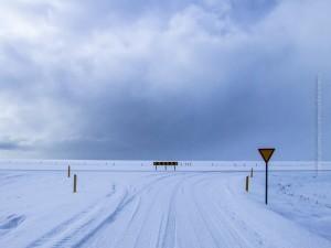 Winterliche Straße, ©Sabine Burger, Alexander Schwarz, Island - Iceland 2008 03