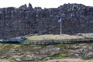 An historischer Stätte, dem Lögberg (dem Gesetzesberg) in Þingvellir wurde 1944 die Unabhängigkeit Islands ausgerufen. ©Sabine Burger, Alexander Schwarz, 2012-06-15__MG_0478_00134