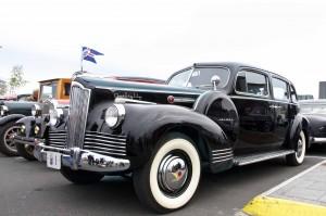 Am Nationalfeiertag werden auch gerne alte Staatsreliquien gezeigt. Das heutige Präsidentenauto trägt übrigens das gleiche Nummernschild. ©Sabine Burger, Alexander Schwarz, IMG_1792__2010-06-17_13-38-19_aA