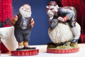 Stekkjarstaur (re.) ist der erste von Grýlas Söhnen, der sich auf den Weg machen wird. Stúfur freut sich schon auf den 14. Dezember. ©Sabine Burger, Alexander Schwarz, 2012-12-02__MG_6034_00001