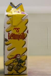 Also wirklich! Ausgerechnet Schaumschuft (Giljagaur), der Milchschaum so liebt auf einer Tüte mit fettarmer Milch abzubilden! Ob ihm das wohl schmecken würde?, ©Sabine Burger, Alexander Schwarz, 2012-12-11__MG_6638_00032