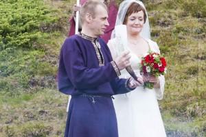 Außer dem Schwurring nimmt auch das Füllhorn eine wichtige Rolle bei der Seremonie ein. ©Sabine Burger, Alexander Schwarz, 2011-06-23__MG_1356_00074