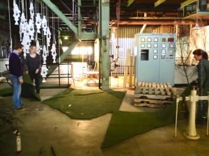 Vorbereitungen im Toppstöðin für (Landschaft-)Architektur, ©Sabine Burger, Alexander Schwarz, 2013-03-13_Dagný_Hildur und Patrick im Toppstöðinn_00001
