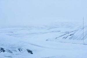 Weganzeiger der anderen Art: Die gelben Pfosten zeigen, wo die Straße langsgeht – und bei Bedarf wie hoch der Schnee liegt. ©Sabine Burger, Alexander Schwarz, 2012-02-10__MG_1875_00232