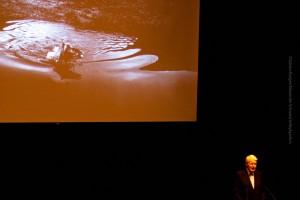 Der Präsident der Republik Island, Ólafur Ragnar Grímsson, würdigt Ragnar Axelsson bei seiner Rede anlässlich der Ausstelliungseröffnung in der Harpa. ©Sabine Burger, Alexander Schwarz, 2013-08-23__MG_0676_00005