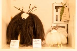 Die Wollschafe machen sich gut im Regal. ©Sabine Burger, Alexander Schwarz, 2013-12-13__MG_0646_00009
