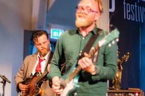 Die beiden anderen Mitglieder des AdHd-Quartets, Davið Þór Jónsson (li) und Ómar Guðjónsson, ©Sabine Burger, Alexander Schwarz, 2013-08-19__MG_9756_00117