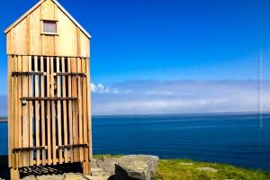 Das kleine Holzhaus auf dem Hügel Þúfa mit fantastischer Aussicht, ©Sabine Burger, Alexander Schwarz, 2014-06-07_IMG_0851_00006