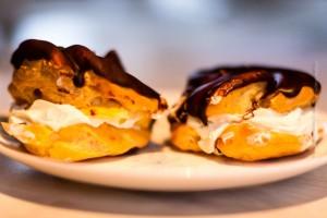 Da es vorher ja immer schon besser schmeckt: Nicht erst am Monntag, sondern schon am Samstag werden die ersten Bollur gekauft – und gegessen. ©Sabine Burger, Alexander Schwarz, 2013-02-10__MG_8627_00005