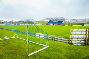 Hier begann die Profikarriere Ársgeir Sigurvinssons: Der Erstliga-Fußballplatz auf den (Vestmannaeyja) Westmännerinseln. ©Sabine Burger, Alexander Schwarz, 2014-06-24_P1060020_00156
