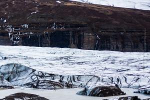 Die schiere Größe eines Gletschers: Im Bild links befindet sich eine Gruppe von 14 Personen. ©Sabine Burger, Alexander Schwarz, 2013-04-03__MG_2270_00328