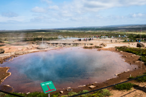 Beim Geysir und allen anderen geothermalen Feldern kann ein falscher Schritt irreparabee Folgen nach sich ziehen. ©Sabine Burger, Alexander Schwarz, 2016-06-05_L1060104_00046