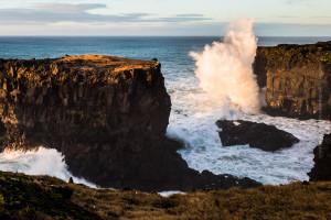 Turmhohe Naturgewalt – Wellenbruch bei Hellissandur, Snæfellsnes. ©Sabine Burger, Alexander Schwarz, 2016-12-10_L1060385_00216
